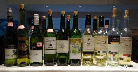 Some of the bottles from the white wine tasting. Eleven distributors with extensive networks participate in this year's challenge.