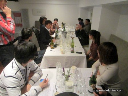 They then had a talk led by professor Ma Huiqin about which wines they liked and disliked, and why. Several journalists sat in on each panel to try the wines and listen to the consumers.