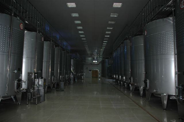 bolongbao-winery-tanks-small.JPG